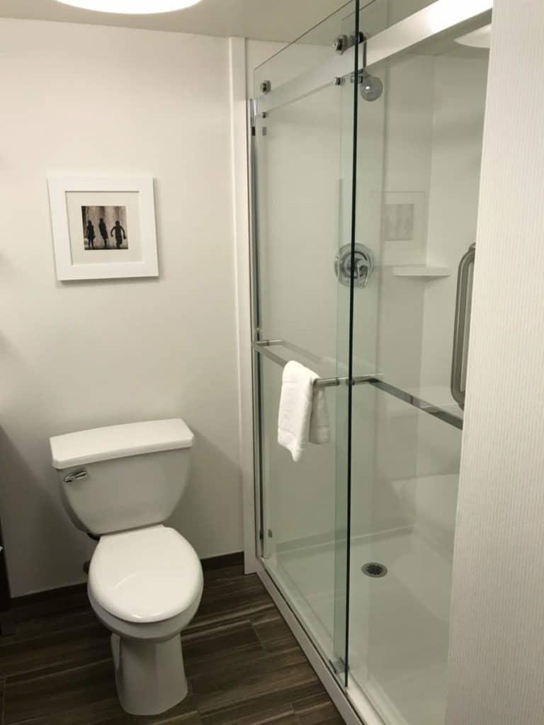 hampton inns bathroom