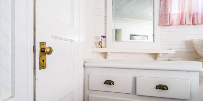 7 Things to Remove From Your Cabinet Before Having Nosey People Over